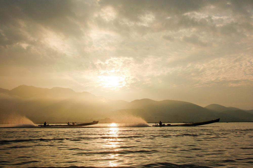 På bådtur og opdagelse på magiske Inle Lake