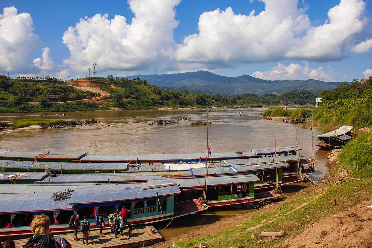 Slow boat til Laos