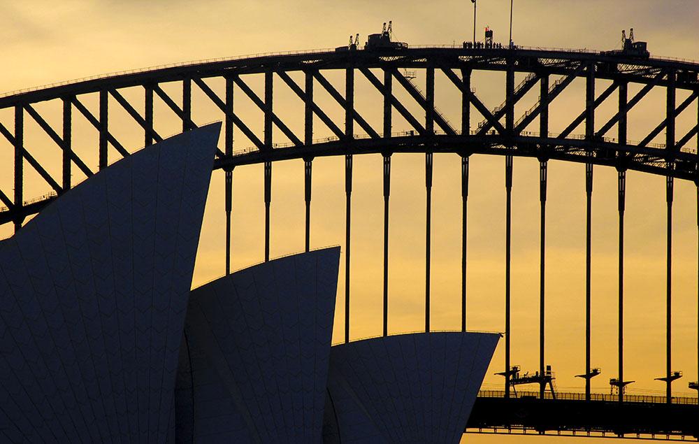 Sydney Operahus og Sydney Harbour Bridge fra Mrs. Macquarie's Chair - det bedste udsigtspunkt over de to landmærker i Sydney