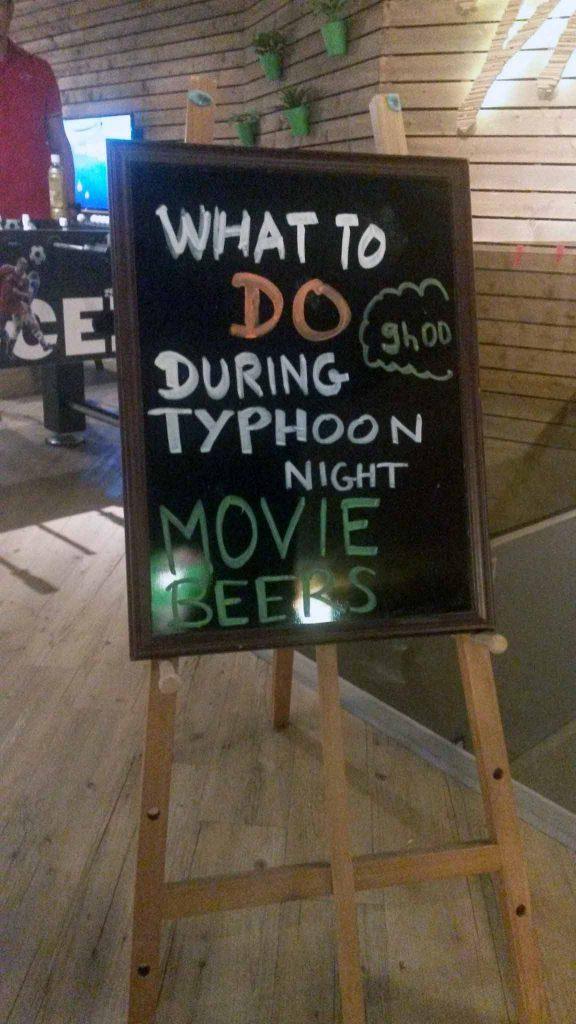 Hvad skal man lave under en tyfon?