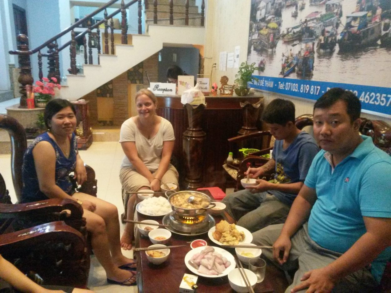 middag med lokale i Vietnam