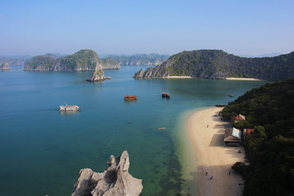 Cruise i Halong Bay, Vietnam: Blandt flydende landsbyer og klipper