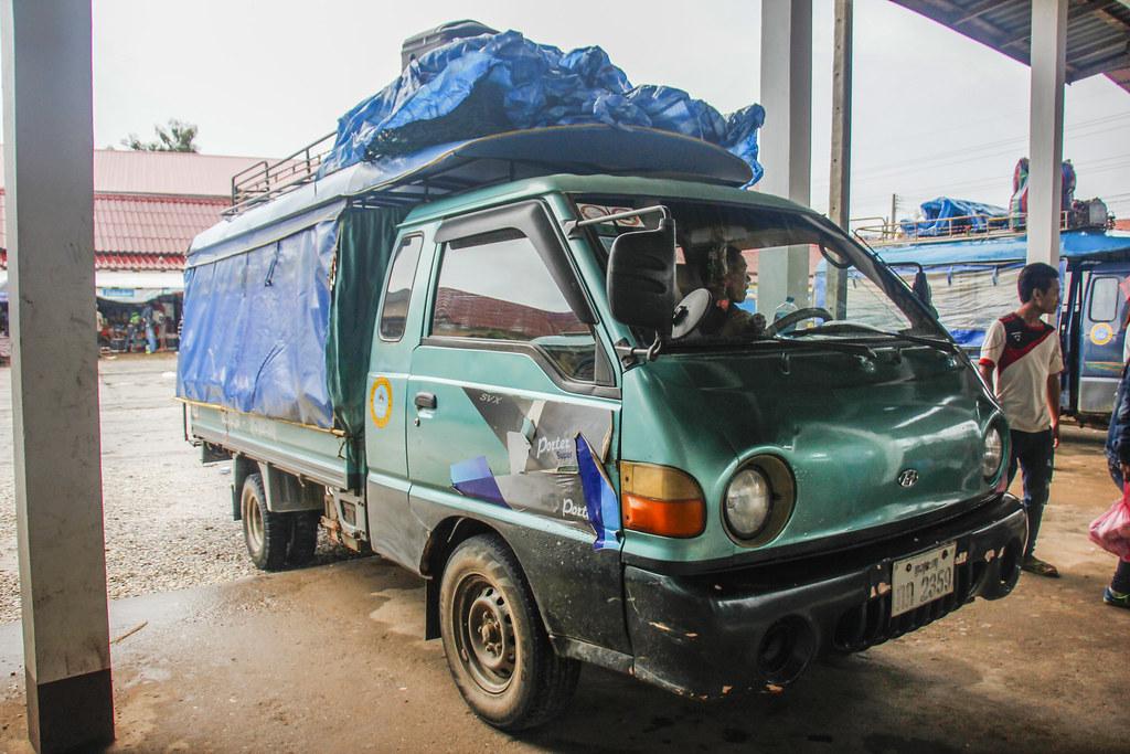 lokal bus laos