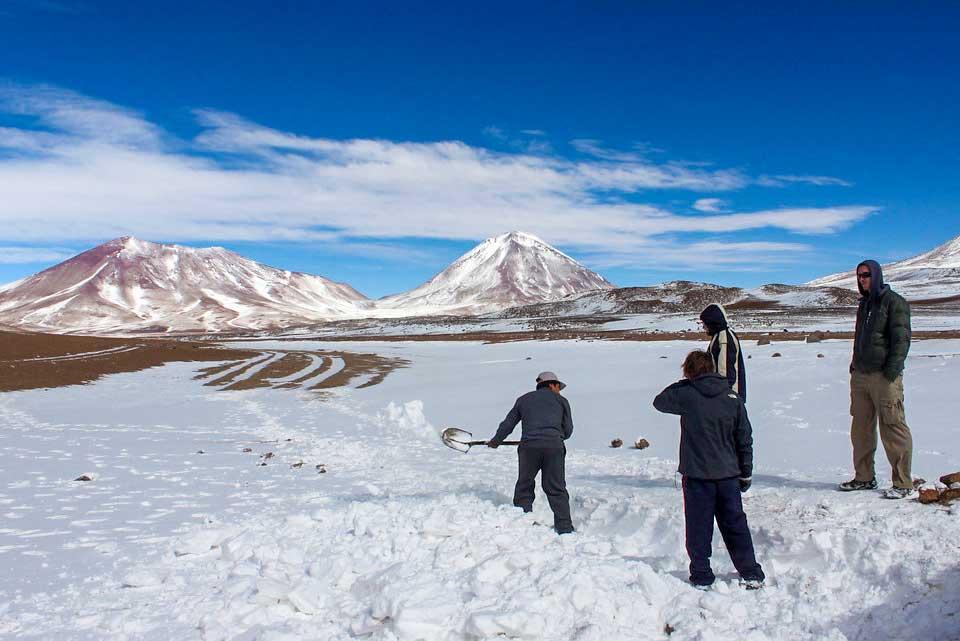 sidder fast lidt udenfor saltørkenen i Bolivia