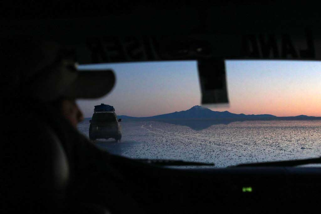 solopgang i saltørkenen Salar de Uyuni