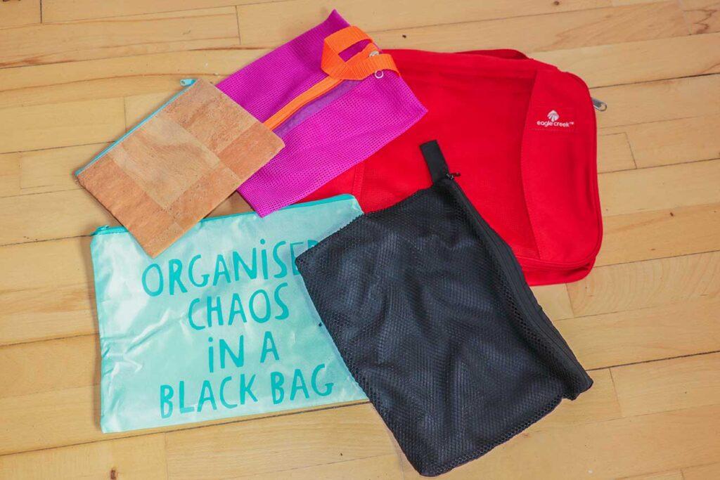 pakkeposer til backpackerrejsen