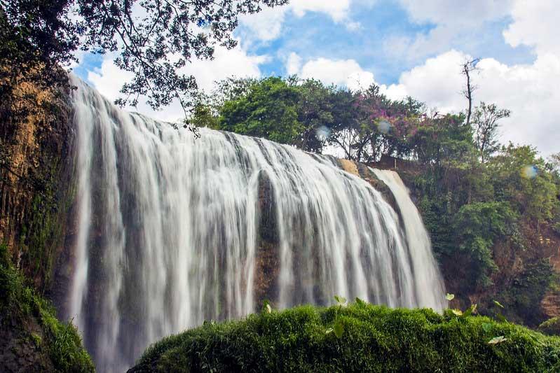 elephant waterfall i Vietnam
