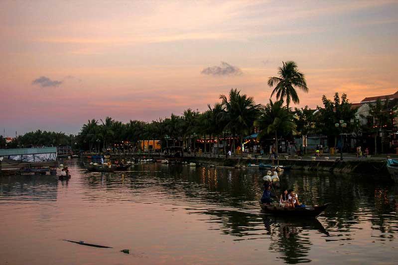 solnedgang i Hoi An, Vietnam