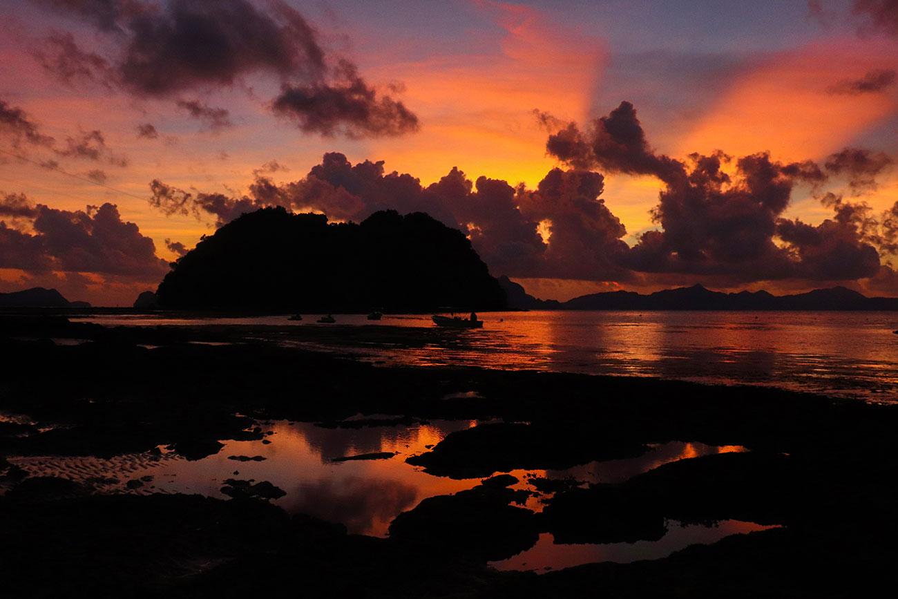 solnedgang på Las Cabanas Beach, el nido