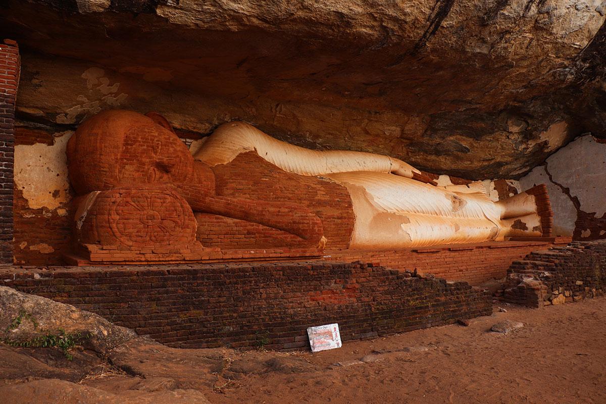 buddha, pidurangala rock, sigiriya