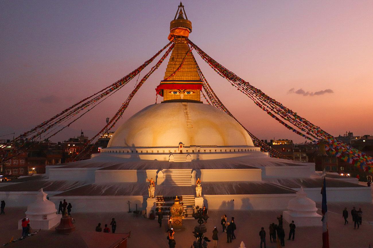 solnedgang ved Boudhanath Stupaen, kathmandu, nepal