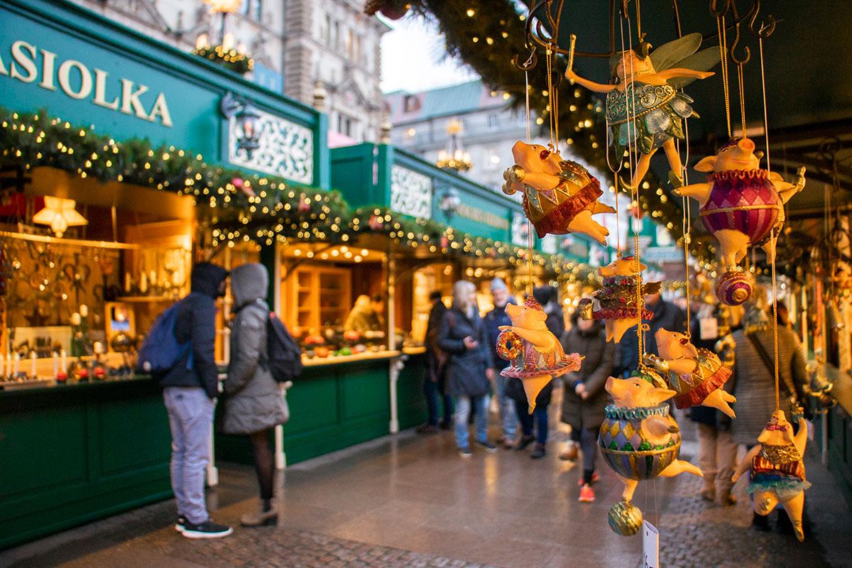 Rathausmarkt, det største julemarked i Hamborg