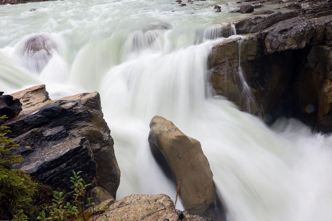 sunwapta falls, jasper national park, canda